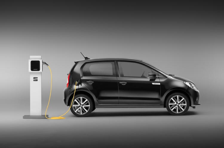 The new electric SEAT Mii on charge